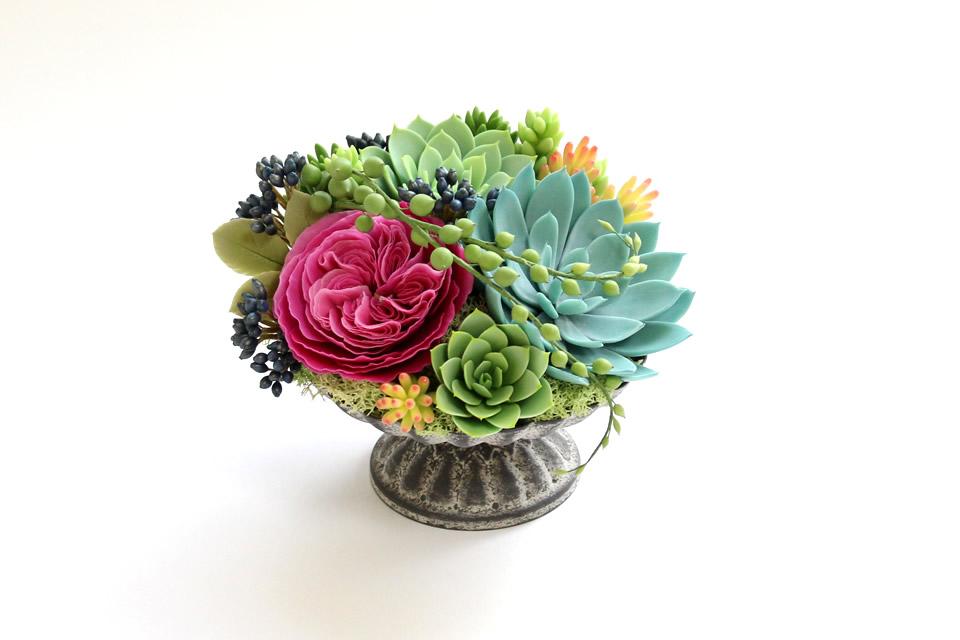多肉植物とバラのアレンジメント2
